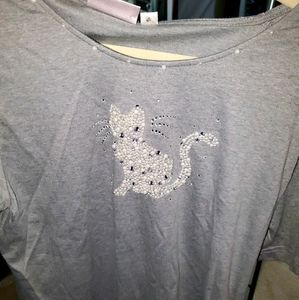 Gray top with kitten made from diamond and pearls